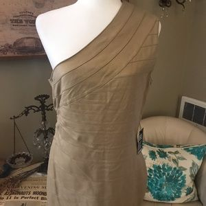 Form fitting shimmery gold party dress